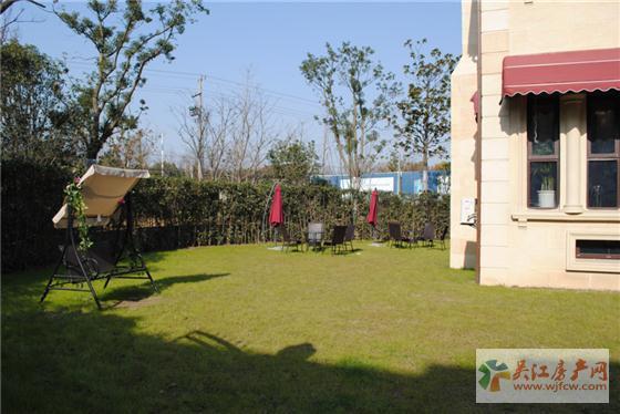 东太湖1号法式双拼别墅庭院