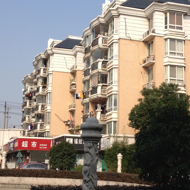 Y龙庭花园 4室2厅3卫 214.6平方米 320万出售