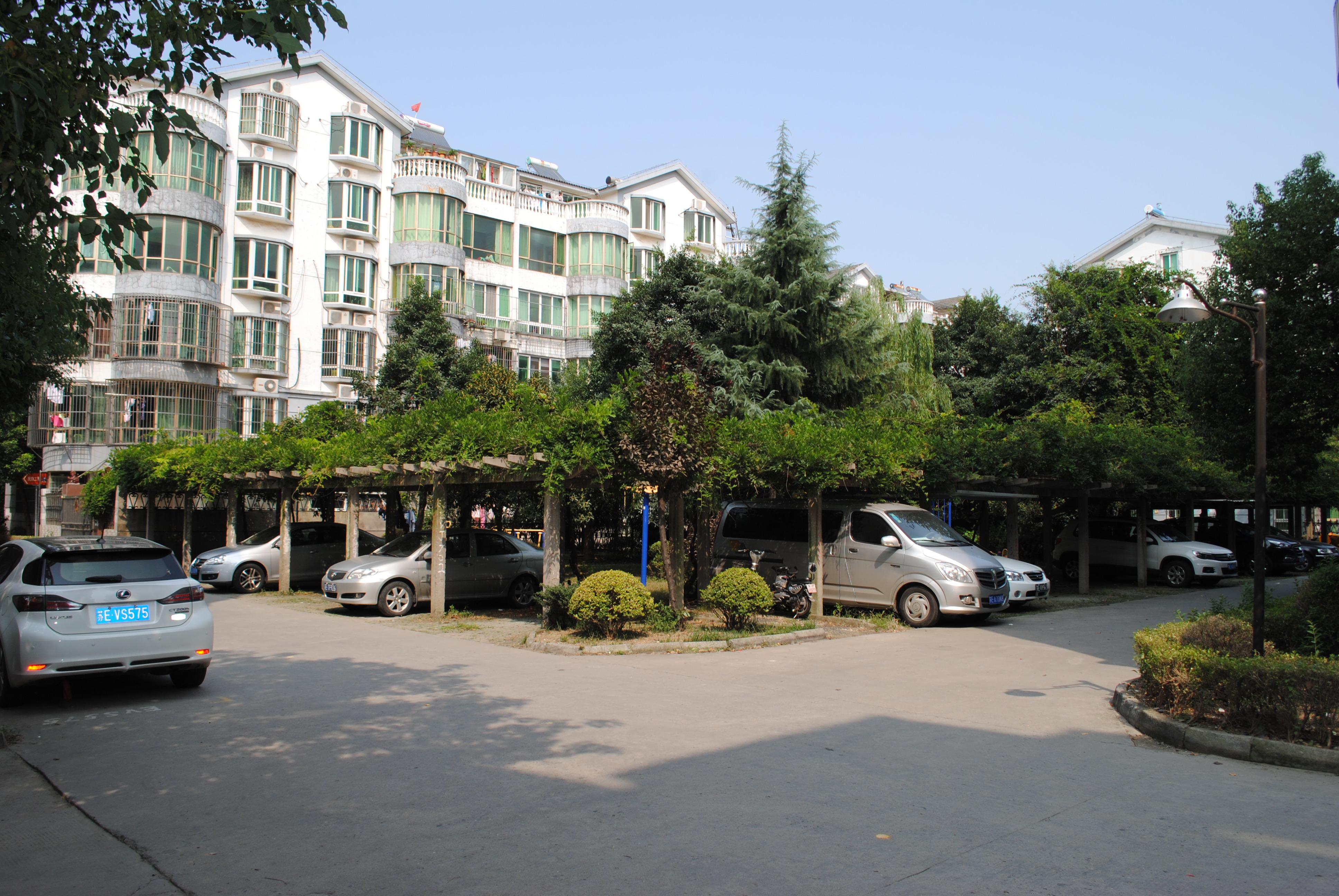 77振泰小区 5室2厅2卫 220平方米 300万出售