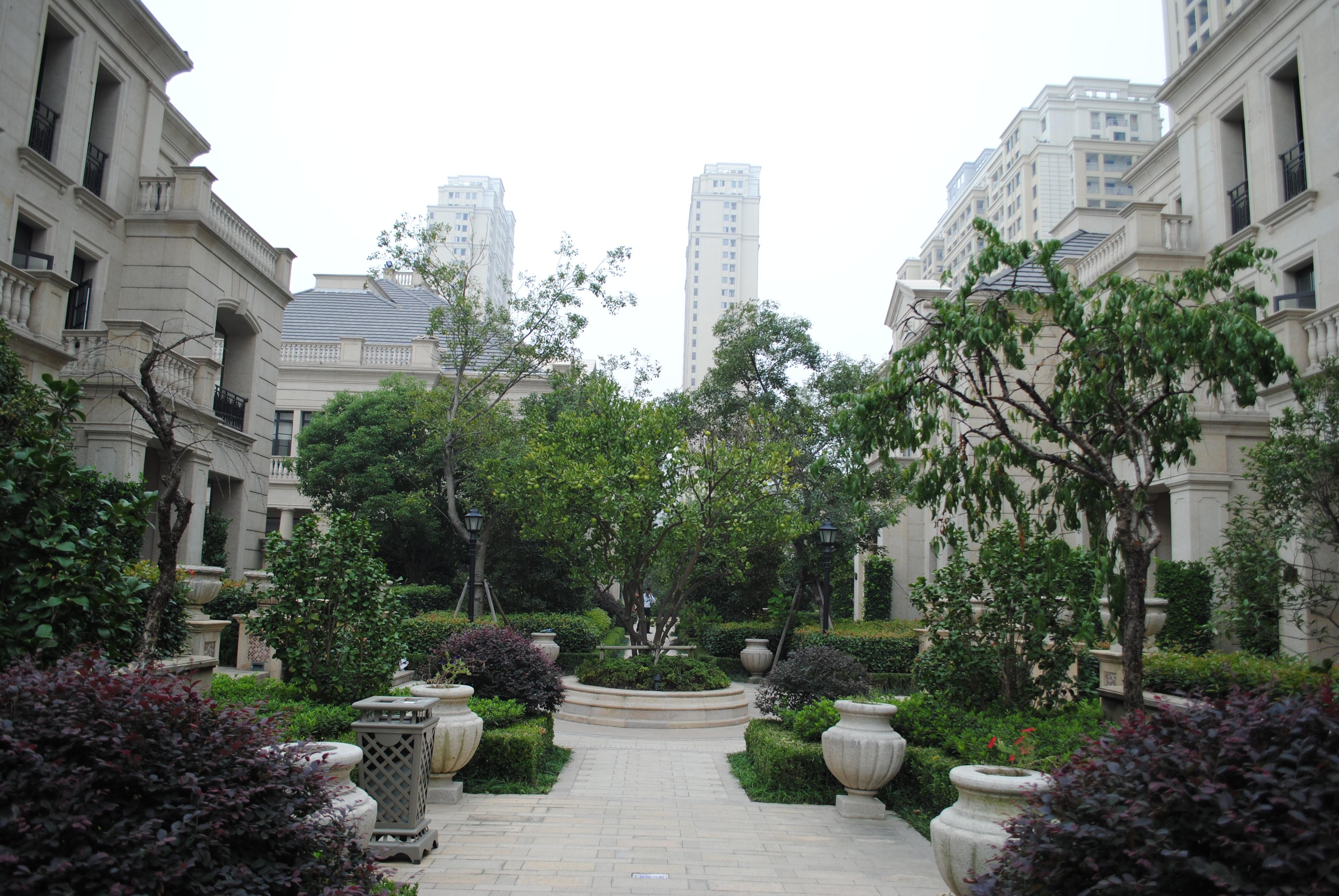 w长安府纯复试叠加别墅 实际面积500平方 带大院子 纯毛坯