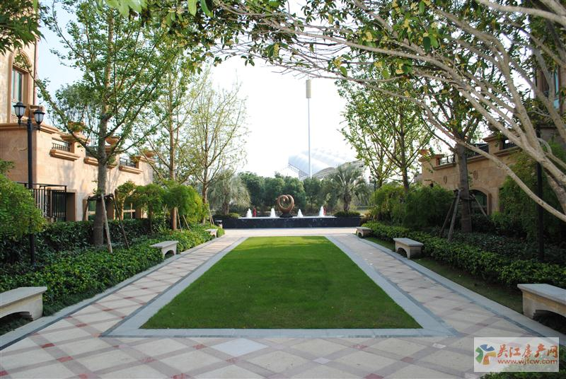 中南世纪城别墅带600平米院子