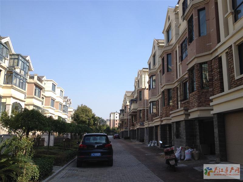 @阳光新天地 3室2厅2卫 143.53平方米 215万出售