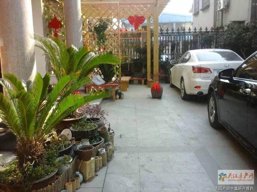 LJ欣佳独栋别墅  3层  带大院子和车库