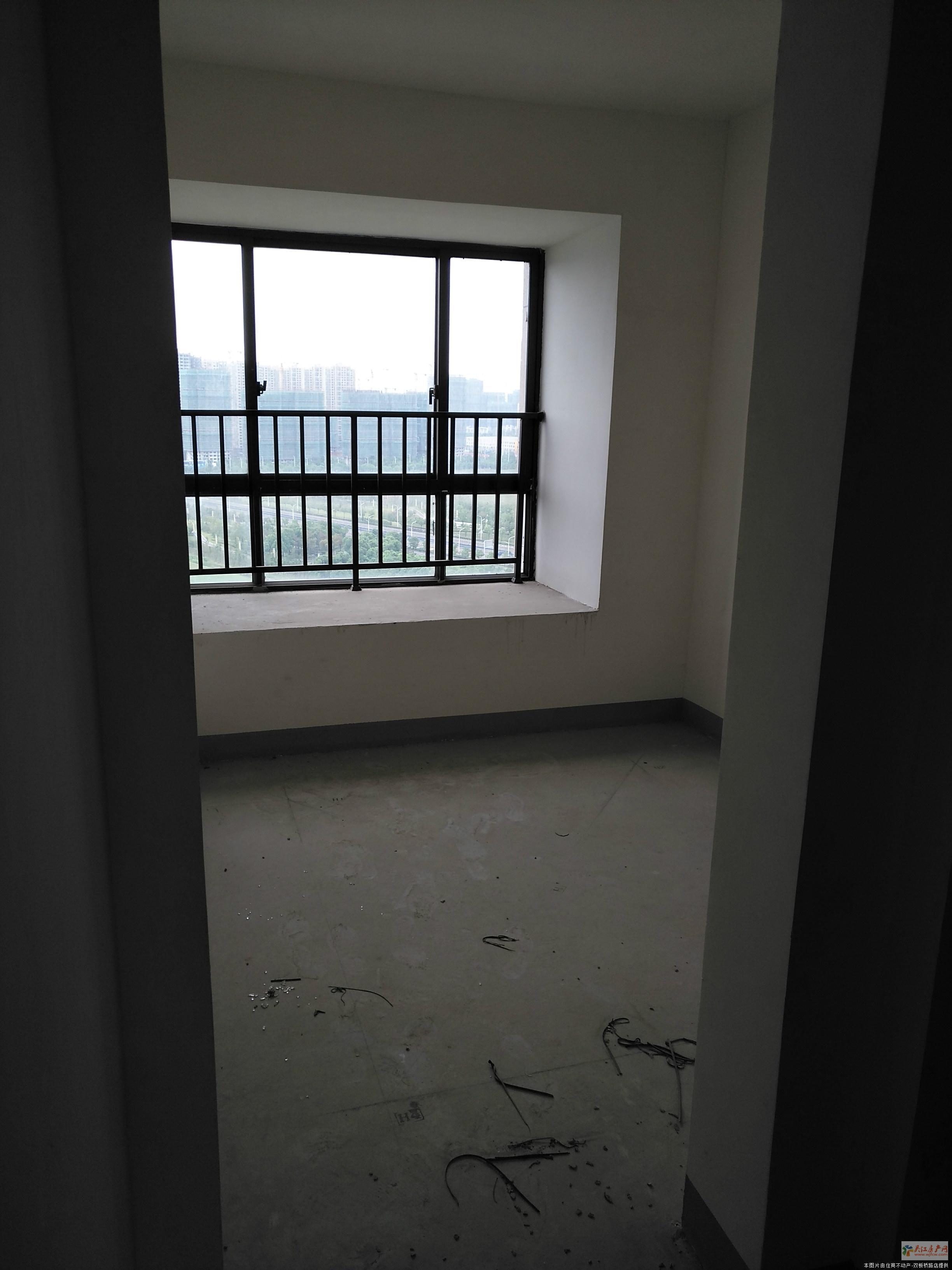 w瑞景国际电梯花园洋房 送院子 大约50平 纯毛培 大3房 有证 看房方便 采光很好